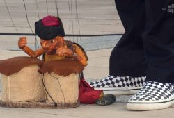 2021.08.12.   Családi mesedélutánok II.   Sarkadi Bence és a világjáró marionettek
